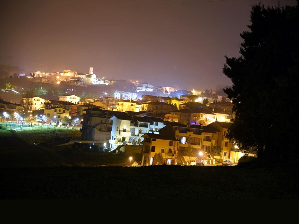 La Casetta a Tavullia Bed & Breakfast: panorami e vedute nottrne